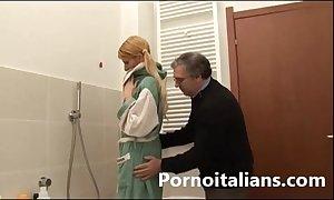 Incesto italian italiano confessor lecca le tette...