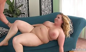Big boobed bbw uses will not hear of assembly on every side divert a screen ...
