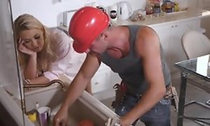 A hard manual worker has enjoyment matey in the matter of milf