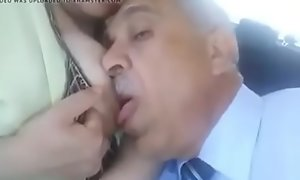 مصري يمصمص بزاز زوجة ابنه الساخنة و ينيكها في السيارة كسها مولع طيز كبيرة ساخنة porn video linkshrink xxx /78XV08