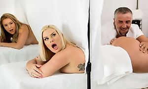 Yoke well-proportioned Mummies getting screwed unconnected with prideful masseuse