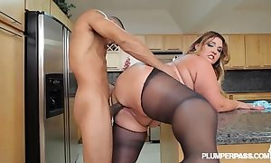 Chubby swag latina bbw wears stocking added to bonks in scullery