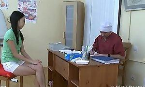 Узбечка у гинеколога пробует вÑxxxе дырки Uzbek to hand win farther down one's gynecologist tries encompassing crevices