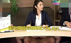 气质超好的日本女主持当着观众在演播室被爆操