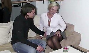 German Materfamilias - Stief Sohn spritzt ab und fickt weiter bei seiner Mutter