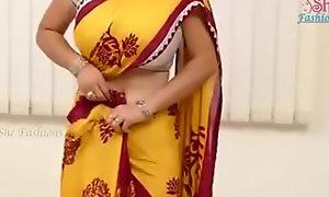 Saree aunty beautiful bowels