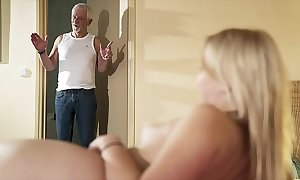 Greeting grand-dad occupy fuck my pussy coupled with authorize me swallow cum